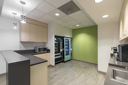 (BUR) Burbank Media District - Window Suite / Attached two offices