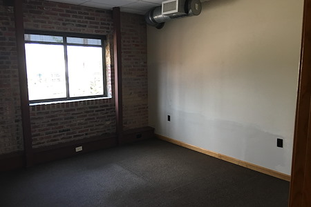 St. Louis Aerial Collective, LLC - Suite 102-Cosy Private Window Office