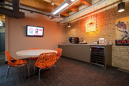 Union Plaza OffiCenter - CoWorking Day Pass