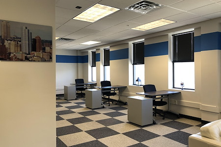BusinessWise @ 4 Smithfield Street - Dedicated Desk
