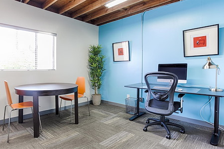 ofis cowork - 3 or 4 Person Team Window Office A