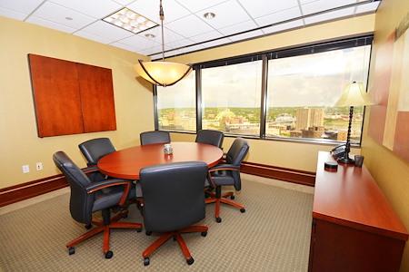 (CIN) Columbia Plaza - Window Office