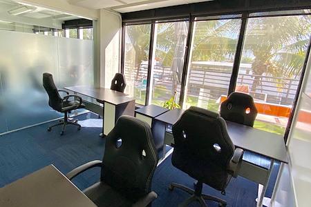 Momentum Business Center - Window Private Suite