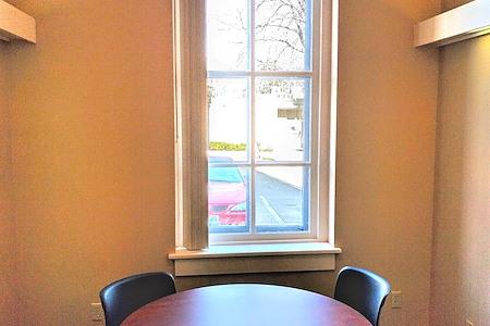 FOCUS Coworking - Leslie Burrow Room - Day Office