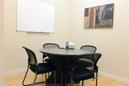 Select Office Suites - 1115 Broadway Flatiron NYC - Select Small Conference Rm 4