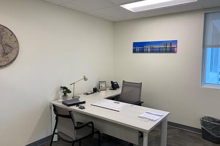 Office Evolution - Plantation - Day Office