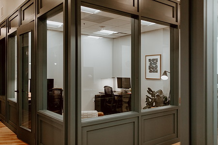 Common Desk - West End - Private Office - 4 person
