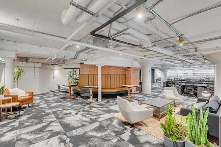 Common Desk - West End - Mezzanine Suite