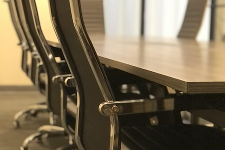 Capsity Coworking - Oak Park - The Conference Room 🤝