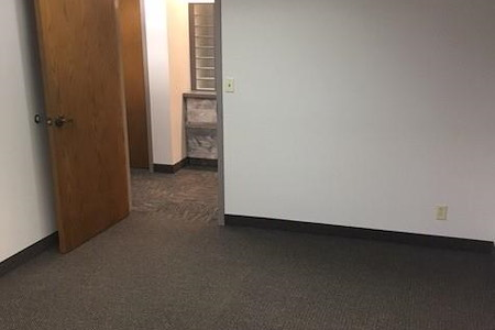 Edina OffiCenter - Office 158