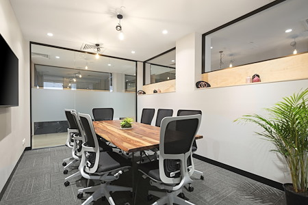 United Co. - Paris Meeting Room / 8 Seats
