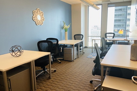 US Bank Tower - Affordable Team Window Space for 8 Users