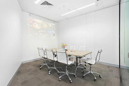 Aeona - 8 Person Boardroom