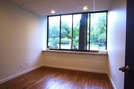 Rent a desk/shared office space - Office suite for rent