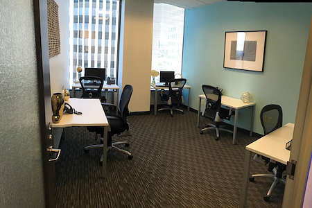 Regus | Oppenheimer Tower - Window Office Suite for up to 5