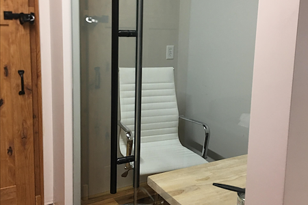 Family Business Center - Private Desk (west)