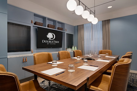 DoubleTree by Hilton New York - Downtown - The Boardroom Multi-Person Office