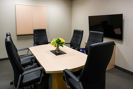 Intelligent Office First Canadian Place - Bay meeting room