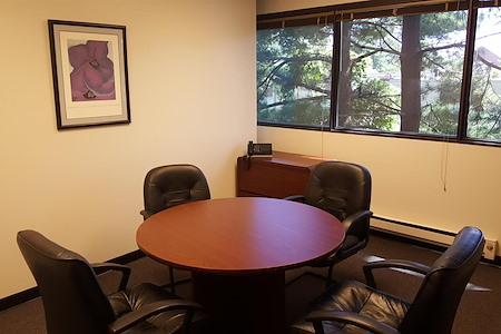 Creve Coeur Workspace - Roundtable Conference Room