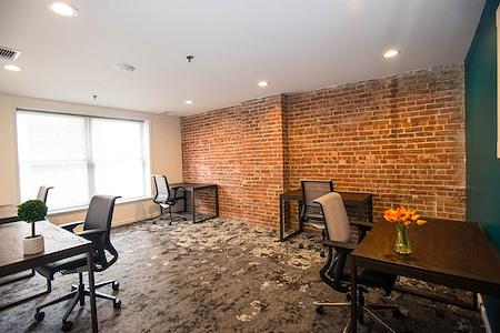 En Masse Coworking - Oak Office