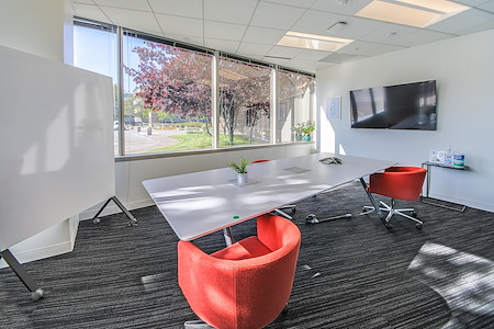 OneValley - Modern Small Team Room w/ Projector