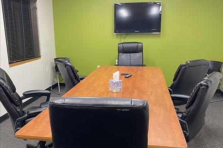 Livin' The Light's Partner Suites - Conference Room