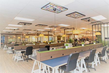 Touchdown Coworking space Inc. - Premium desk (Dedicated)