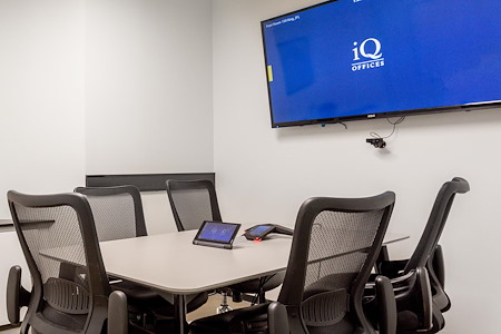 iQ Offices | 150 King Street West - Pearl Room