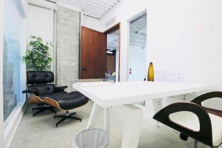 rent24 - Miami - 515 - Office Suite