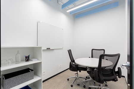 iQ Offices | 150 King Street West - Break-Out Room