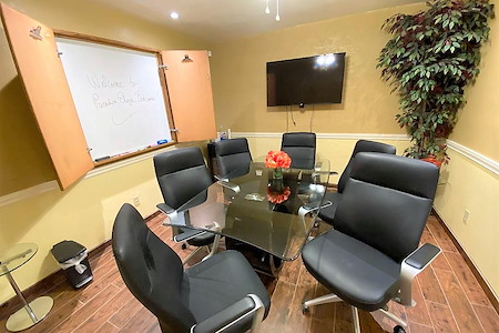Paradise Plaza - Boardroom for 6- WIFI SmartTV Whiteboard
