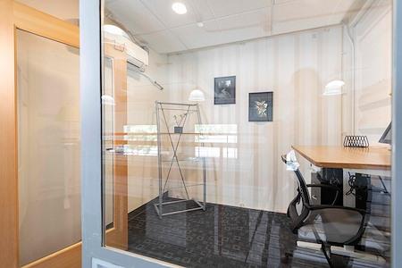 Capsity Coworking - Oak Park - Single+ Office