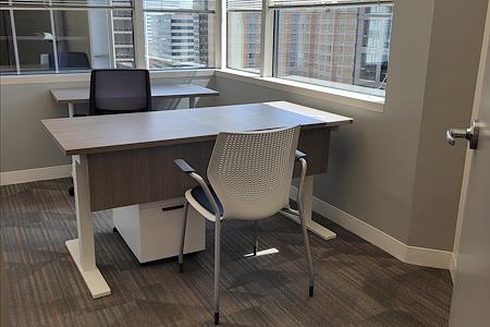 Office Evolution Arlington-Rosslyn - Corner Office 637