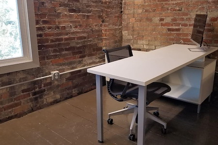 Main Space Coworking - Dedicated Desk