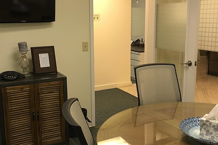 Quest Workspaces - West Palm Beach Downtown - Conference Room