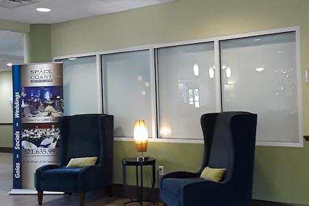 Holiday Inn Express - Desk 1 lobby Space