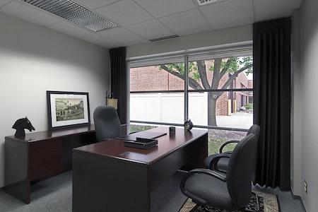 AmeriCenter of Schaumburg - Suite 122 - Deluxe Office