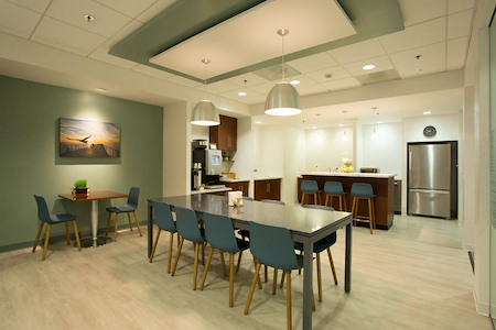 Carr Workplaces - Laguna Niguel - Cafe- Open seat in cafe