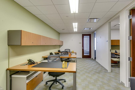 Carr Workplaces - Aon Center - Private Suite