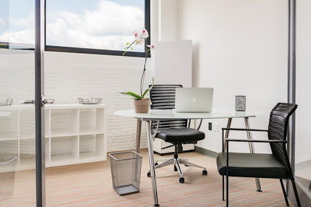 COMRADITY Strategy & Creative Resource Center - Private Window Office