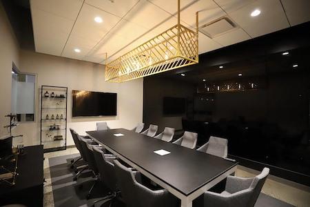 Roam Perimeter Center - Lab, Luxury private office for 8