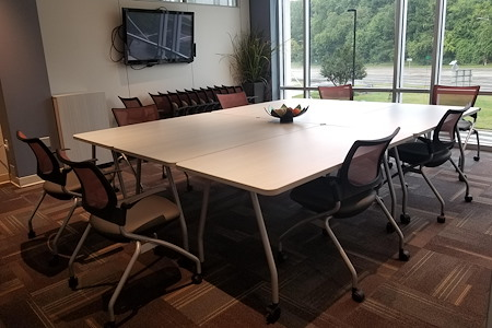 Office Evolution - Raleigh Crabtree Valley Mall - C) Large Conference Room