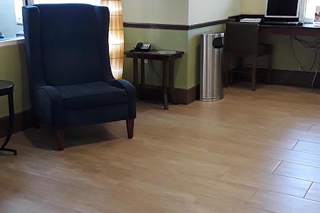 Holiday Inn Express - Desk 2 Lobby Space