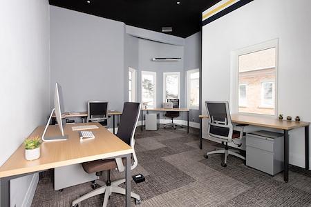 Venture X-  Village Centre Court - Office for 5