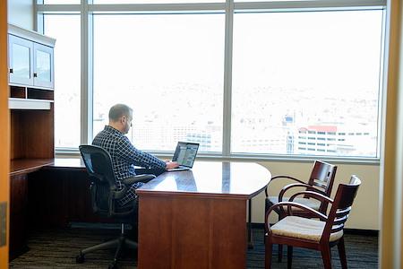 Avanti  Workspace - Wells Fargo Center - Day Office (Exterior)
