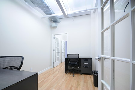 Select Office Suites - 1115 Broadway Flatiron NYC - Adjoining Suite for 5 desks