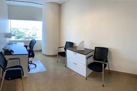 (MT1) Miami Tower - Window Office