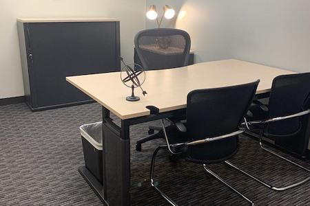 Regus   Esquire Plaza - Office 1736
