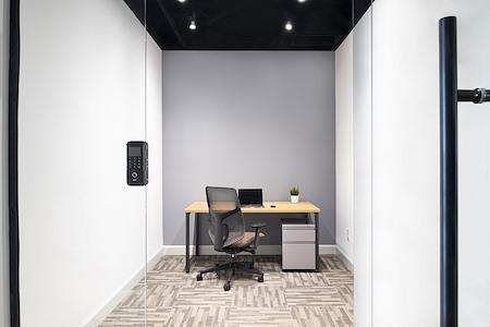 Venture X Richmond Hill - 1 Person Premium Private Office