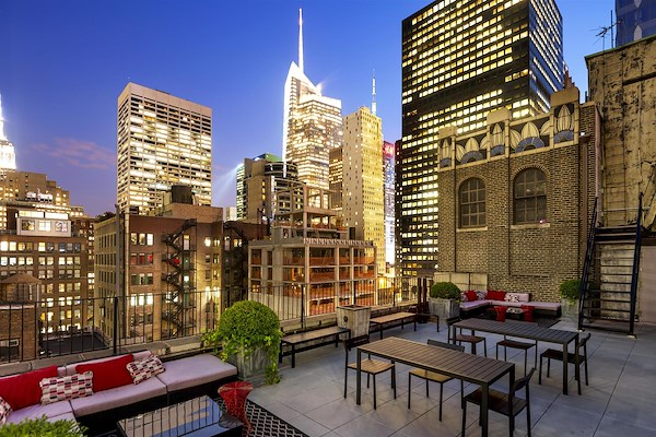 WorkHouse NYC   Midtown - Grand Central - Rooftop Table